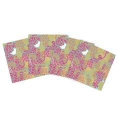 """Theresa Giolzetti """"Oliver"""" Magenta Indoor/Outdoor Place Mat (Set of 4)"""