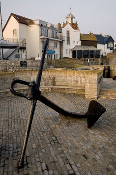 Anchor on the sea front at Lyme Regis http://www.dorsets.co.uk/photos/img401.htm