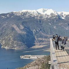 It is gonna be nice Saturday! Fancy for a walk? . Ja pracuję dzisiaj ale kto może niech siedzi na dworze. Chyba nieśmiało powolutku przyszła wiosna.... Serdeczności! . . . . . #kanadasienada #mamazagranica #polacywkanadzie #bestsonever#kidstravel#trip#childhood#childhoodunplugged #dailymotherhood #beautifulcanada #britishcolumbia #explorebc #mountain #walkwithkids #hikingincanada