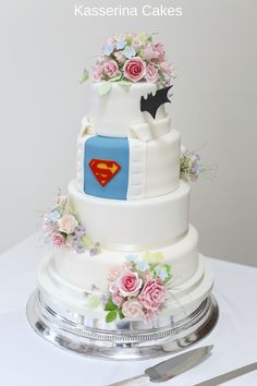 Superman to the rescue on your wedding day. Image from Kasserina Cakes on a Round Silver Bright stand