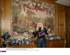Bonnie Tyler (source: sipa.com)#bonnietyler #2000s #gaynorsullivan #gaynorhopkins #thequeenbonnietyler #therockingqueen #rockingqueen #music #rock