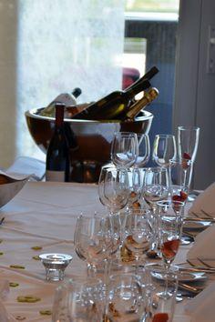 Žiadna #svadobnahostina nie je kompletná bez prípitku. V našom Hoteli MIKADO ponúkame široký výber vín, pri ktorých vám s výberom pomôže náš šéf #someliérMichalZrubec. #HotelMikadoNitra #HotelNitra #Nitra #SvadbavNitre #SvadbavHoteli #SvadbaMIKADO Wine Rack, Red Wine, Alcoholic Drinks, Glass, Home Decor, Decoration Home, Drinkware, Room Decor, Corning Glass