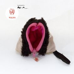 Vulva Tasche by Simone Göstl | sicago.net Crochet Hats, Etsy, Fashion, Handbags, Knitting Hats, Moda, Fashion Styles, Fashion Illustrations