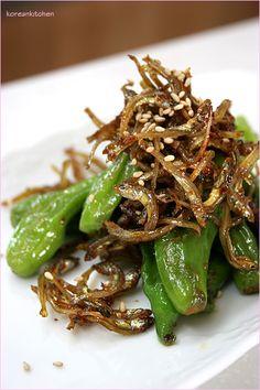꽈리고추 멸치볶음 Ggwaribochu myulchibokeum (Stir fried mini anchovy with Ggwari chili (Korean wrinkled chili, shishito pepper) [PHOTO]