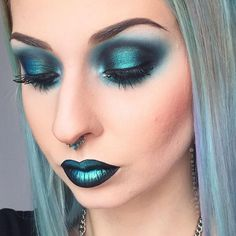 """Peacock"" pigment @makeupaddictioncosmetics on both lips and eyes"