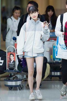 6 IU Fashion Outfits That Embody The Korean College Girl Look Fashion Kids, Little Girl Fashion, Kpop Fashion, Fashion Outfits, Womens Fashion, Fashion Wear, Latest Fashion, Korean Airport Fashion, Korean Fashion