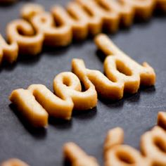 When Gastronomy, Typography & Design are mixed together, the result: Cookie Vitae (no recipe, in Portuguese) - words for a CV cut out of sugar cookie dough. Food Typography, Typography Design, Sugar Cookie Dough, Sugar Cookies, Cake Lettering, Homework Ideas, Cookie Pops, Sweet Cookies, Quick Dinner Recipes