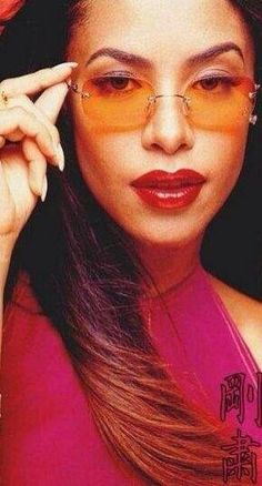 Aaliyah had the Ombre haircolor back in 2001.....Now everybody is sporting the Ombre haircolor and it's 2014, almost and it's a huge haircolor trend! Wow