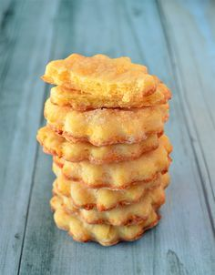 Galletitas de queso Savoury Biscuits, Bakery Recipes, Pretty Cakes, Cookies, Sin Gluten, Mini Cakes, Finger Foods, Sweet Recipes, Food And Drink