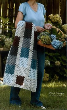 Beautiful modern crochet blanket häkeldecke Granny