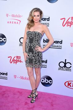 Here Are All The Amazing Looks From The 2016 Billboard Music Awards Red Carpet Red Carpet Ready, Red Carpet Looks, Hair Styles 2016, Medium Hair Styles, Billboard Music Awards 2016, Rebecca Romijn, Red Carpet Event, Celebrity Red Carpet, Red Carpet Dresses