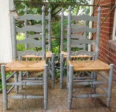 grey ladder back copy Chalk Paint Chairs, Painted Chairs, Painted Furniture, Decorated Chairs, Dining Chair Makeover, Chair Redo, Furniture Makeover, Furniture Projects, Home Projects