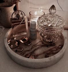@ ᴱᵛᴬᴰᴱᵂᴵᵀ_ - Fairy lights ideas - @ ᴱᵛᴬᴰᴱᵂᴵᵀ_ table decoration You are in - Bedroom Inspo, Bedroom Decor, Rangement Makeup, Ideias Diy, Vanity Decor, Aesthetic Room Decor, Beauty Room, New Room, Room Inspiration