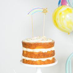 Een vallende ster met een regenboog staartje! Het sterretje is versierd met gouden glitters om het party gehalte nog groter te maken! Versier je taart met deze mooie cake topper voor een wow effect…