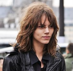 Freja Beha Erichsen (born 18 October 1987 in Roskilde, Denmark) also known as Freja Beha, is a Danish model. Hipster Hairstyles, Messy Hairstyles, Hair Day, New Hair, Burgendy Hair, Wavy Layers, Freja Beha Erichsen, Cut And Color, Girl Crushes