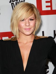 Short hairstyle from Kimberly Caldwell3