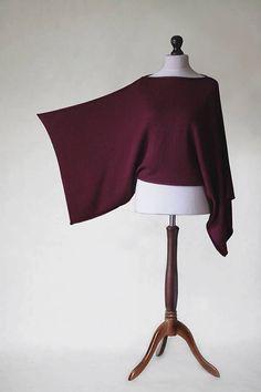 Wartezeit beträgt ca. 14 Tage ab Auftragserteilung.  Pullover-Poncho erfolgt auf Strickmaschine aus Merino Superwash und Acryl.  Das wirklich tolle an diesem Titel ist die wunderbare Strickwaren Nähen, dank derer der Pullover sieht perfekt auf die Silhouette.  Ich empfehle es besonders für Frauen mit mehr Formen abgerundete-es wirklich Ihre Figur deckt.  Bestens geeignet zur alltäglichen Kleidung, sowie alle im freien Situationen.  Elegant und komfortabel, exzellente Waffen zu decken.  Sanft…