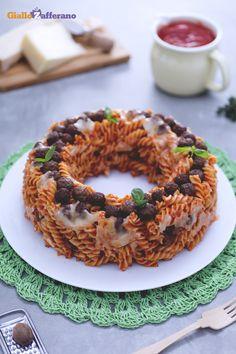 Con un pizzico di fantasia abbiamo creato un piatto ricco e pieno di gusto come la ciambella di #pasta pasticciata (baked pasta ring)! #ricetta #GialloZafferano #italianfood #italianrecipe