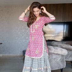 Bookmark These Stylish Outfit Ideas For Eid Dresses For Eid, Indian Gowns Dresses, Woman Dresses, Dresses Kids Girl, Lovely Dresses, Muslim Fashion, Fashion Wear, Fashion Dresses, Indian Bridal Outfits