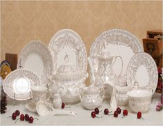 WHAT ARE SOME OF THE MUST HAVE CROCKERY PIECES FOR AN ELEGANT CROCKERY COLLECTION http://www.urbanhomez.com/home-design-advise-discussions/what_are_some_of_the_must_have_crockery_pieces_for_an_elegant_crockery_collection/5158