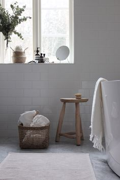 If you have a small bathroom in your home, don't be confuse to change to make it look larger. Not only small bathroom, but also the largest bathrooms have their problems and design flaws. Barn Bathroom, Laundry In Bathroom, White Bathroom, Bathroom Interior, Bathroom Ideas, Living Tv, Living Room, Small Bathroom Renovations, Classic Bathroom