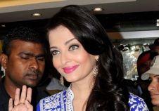 Aishwarya Rai Bachchan inaugurates a jewellery showroom in Punjab