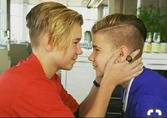 My cutiess ❤❤ I love them I love Marcus and Martinus They Are soo cuteeee❤❤ My Boyzzzz❤❤❤ Celebrity Singers, True Love, My Love, I Go Crazy, Love U Forever, Twin Brothers, Cute Gay, Great Friends, Little Sisters