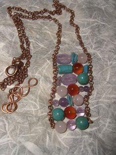 Collana con catena di rame e pietre rosa azzurre viola e marroni, by The Magic Daisy, 16,00 € su misshobby.com