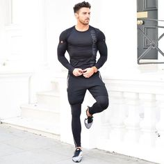 Life-Changing Style Tips for College Men. Black compression t-shirt, gym pants, compression pants, training shoes Click image to view more. Sport Style, Gym Style, Sport Chic, Sport Girl, Sport Sport, Men's Style, Gents Fashion, Sport Fashion, Boy Fashion