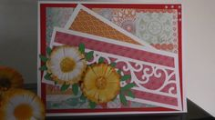 Biglietto di auguri decorato con piccole margheritine create con cortoncino e adornate da piccole foglioline