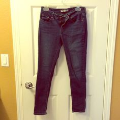 Levi's skinny jeans Pre-loved condition. Super comfy leggings. Size 9 Open to offers! Levi's Jeans Skinny