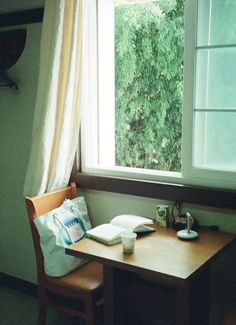 Windows without screens can be heaven. However, there are huge mosquito like bugs @ my place, so will just have to dream.
