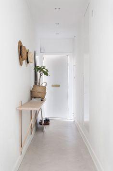 ec35ffb70d591f19fc61edf1b9839ffb Hallway Inspiration, Interior Inspiration, Hallway Ideas, Small Space Living, Small Spaces, Hallway Decorating, Interior Decorating, Decorating Ideas, Home Interior