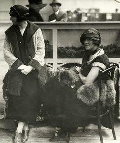Amsterdam tijdens een Hondententoonstelling RAI 1924 Toen Pekinezen de populaire schoothondjes uit die tijd waren...