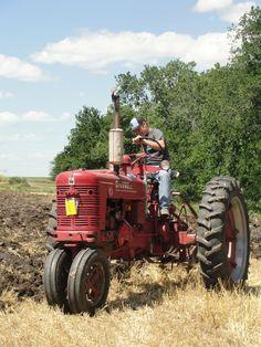 Farmall Tractors, Old Tractors, International Tractors, International Harvester, Agriculture Tractor, Classic Tractor, Photo Contest, Emporia Ks, Case Ih