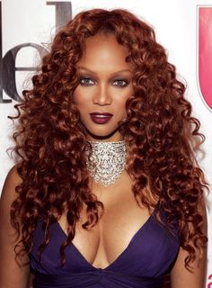 15 Stunning Dark Red Hair Colors We're Tempted to Try Thinking of transforming your locks to dark red or going a little deeper with your color? Check out 15 celebs with gorgeous red hair inside Bold Hair Color, Hair Color Auburn, Hair Color Shades, Hair Color For Women, Auburn Hair, Hair Colours, Fiery Red Hair, Dark Red Hair, Long Red Hair