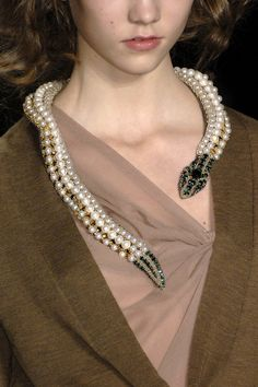 Vera Wang Fall 2008 ..pearl snake necklace with emeralds