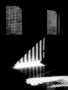 Sunny days in the dark room © Etienne Cabran