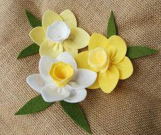 Set of Three Felt Daffodils Felt Flowers With or by CuriousBloom, $12.00: Felt Flowers, Diy Flowers, Fabric Flowers, Paper Flowers, Felt Diy, Felt Crafts, Easter Crafts, Diy Arts And Crafts, Hobbies And Crafts