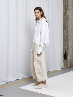 Fashion Week Paris Resort 2018 look 3 from the Nehera collection womenswear Fashion Mode, Fashion 2018, Fashion Week, Fashion Looks, Fashion Outfits, Womens Fashion, Fashion Trends, Clothes For Summer, Look Street Style