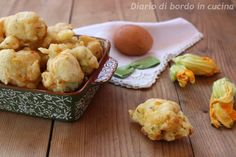 Frittelle di fiori di zucca Finger Food, Cauliflower, Zucchini, Vegetables, Cauliflowers, Vegetable Recipes, Veggie Food, Veggies, Squashes