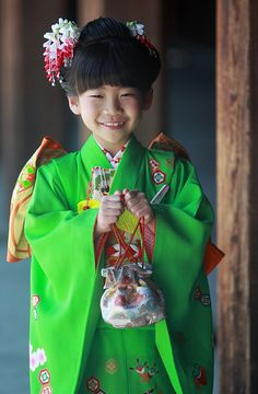 Japanese girl dressed for Shichi-go-san event. 七五三