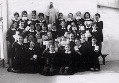 Grupo de alumnas del Colegio del Puerto, años 60 (Cedida por Mercedes Torres) (ref. 04516)