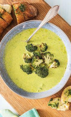 Step by Step Rezept: Herzhafte Brokkoli-Cheddar-Suppe dazu ein knuspriges Kräuterbutter-Baguette  Rezept / Kochen / Essen / Ernährung / Lecker / Kochbox / Zutaten / Gesund / Schnell / Frühling / Einfach / DIY / Küche / Gericht / Blog / 30 Minuten / Suppe / Veggie / Vegetarisch   #hellofreshde #kochen #essen #zubereiten #zutaten #diy #rezept #kochbox #ernährung #lecker #gesund #leicht #schnell #frühling #einfach #küche #gericht #trend #blog #suppe #brokkolisuppe #brokkoli #käse #cheddar…