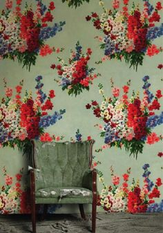 holy crap I love this floral wallpaper.