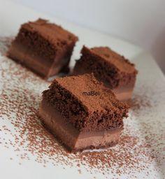 Chocolate magic cake - Torta magica al chocolate  http://decoraciondemabel.blogspot.com.es/2013/03/tarta-magica-de-chocolate-e-ideas-de.html