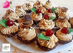 Karamellás csokis kosárka Mini Cupcakes, Cake Cookies, Fudge, Oreo, Muffin, Easter, Baking, Recipes, Food