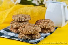 Coconut Banana Cookies - gluten free & low FODMAP - / http://www.strandsofmylife.com/coconut-banana-cookies-gluten-free-low-fodmap/