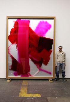 "david renggli | David Renggli vor seinem Gemälde ""I love you (II)"", 2011"