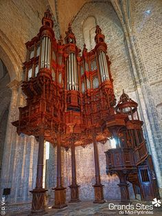 Saint-Bertrand-de-Comminges - Grand Site de Midi-Pyrénées (Les stalles et l'Orgue de Saint Bertrand - Cathédrale Ste-Marie), via Flickr.